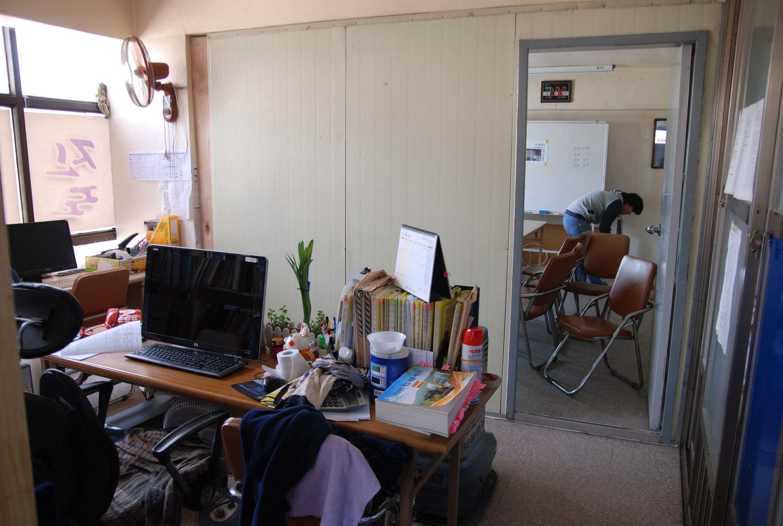 DSC_5470.JPG : 어제 진사련 사무실 칸막이 공사 완료하였습니다.